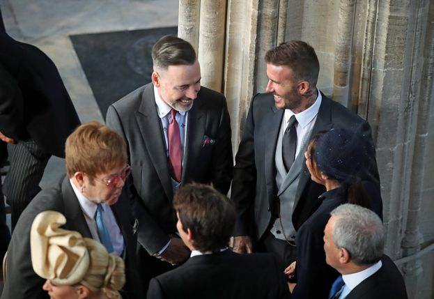 Elton John con David Furnish e i Beckham