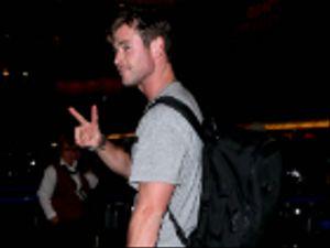 """Chris Hemsworth si scatena sulle note della """"cognata"""" Miley Cyrus"""