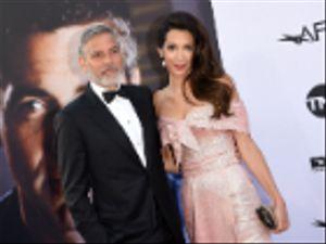 George Clooney e Amal: donazione da $100 mila ai bimbi migranti