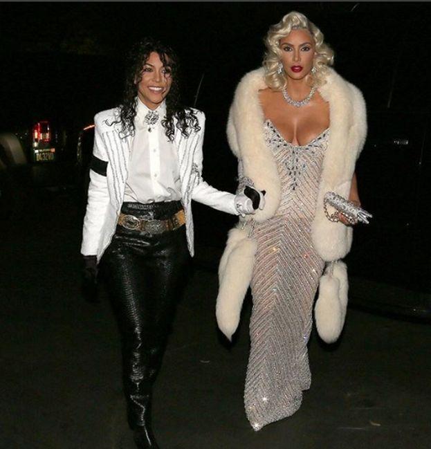 Kourtney e Kim Kardashian (Michael Jackson e Madonna)
