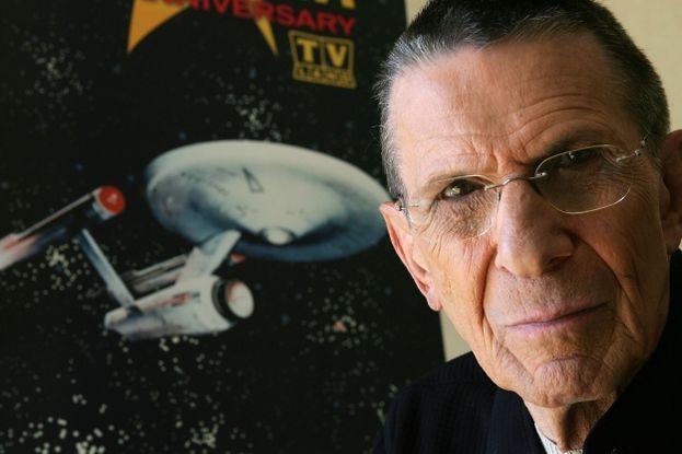 Leonard Nimoy (Com. Spock)