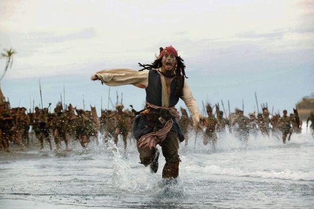 """6. """"Pirati dei Caraibi - La maledizione del forziere fantasma"""" - 1,066 miliardi di dollari"""