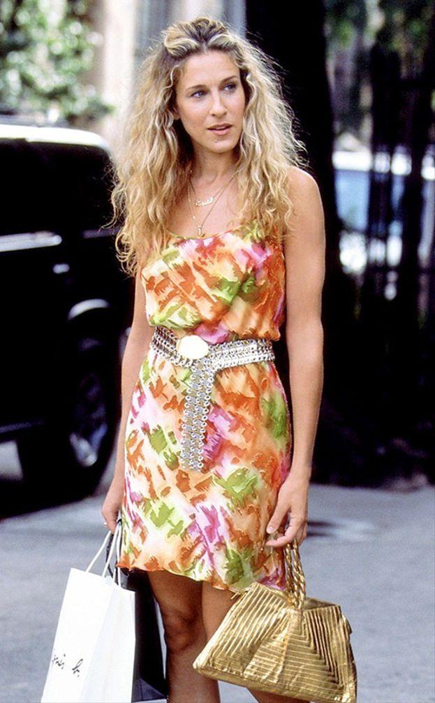 """Carrie: """"Ed eccomi di nuovo con il solito problema: un armadio pieno di vestiti e niente da mettermi""""."""