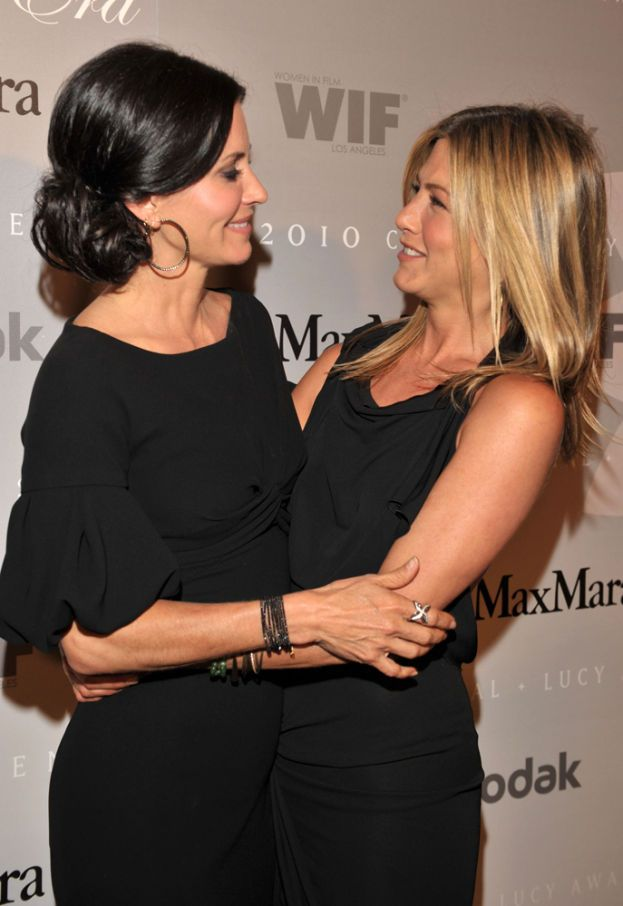 Jennifer Aniston con Courteney Cox, 2010