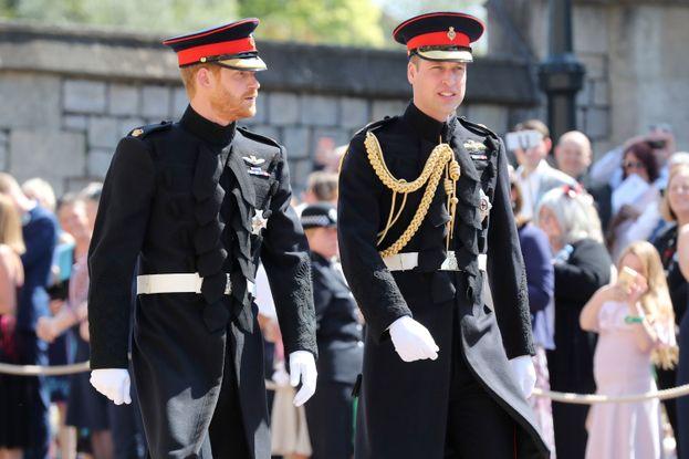Harry arriva in Chiesa a piedi insieme al fratello William