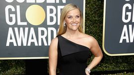 Reese Witherspoon è andata a pulire la sua stella sulla Hollywood Walk of Fame