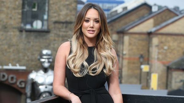 Charlotte Crosby: ci ricorda che giorno è con un video throwback tutta nuda