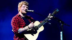 Ed Sheeran: canta con la loop station al Glastonbury 2017 e scoppia la polemica