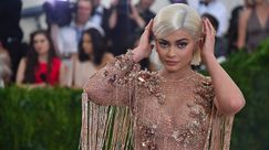 Kylie Jenner si mostra con i capelli naturali!