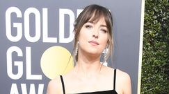 Chris Martin e Dakota Johnson: l'amore viaggia a bordo di un golf cart