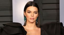 Kendall Jenner: super sexy in lattice rosso