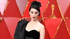 St. Vincent: nel video di Fast Slow Disco balla in un gay club
