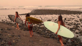 3 surfer, 3 amiche, uno strepitoso viaggio in Messico! [Video]