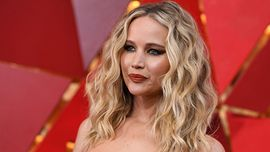 Jennifer Lawrence vola a Parigi con il nuovo fidanzato
