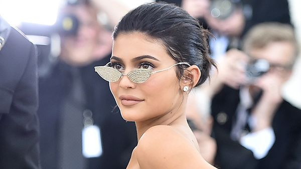 Kylie Jenner cambia hairstyle: irresistibile con i capelli rosa