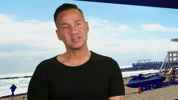 "Mike ""The Situation"" ha celebrato un grande traguardo e la famiglia di Jersey Shore è orgogliosa di lui"