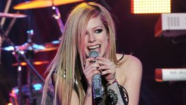Avril Lavigne annuncia l'uscita del nuovo singolo