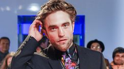 Robert Pattinson in pantaloncini corti sul red carpet