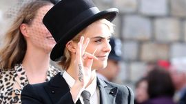 Cara Delevingne stupenda in smoking da uomo al Royal Wedding di Princess Eugenie