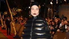 L'incredibile look di Ezra Miller alla prima di