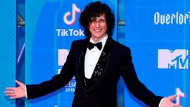 MTV EMA 2018: Ermal Meta stilosissimo in smoking sul red carpet