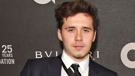 Brooklyn Beckham ha confermato la storia con Hana Cross portandola a un evento ufficiale