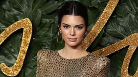 Maurizio Cattelan trasforma Kendall Jenner in opera d'arte per Garage Magazine