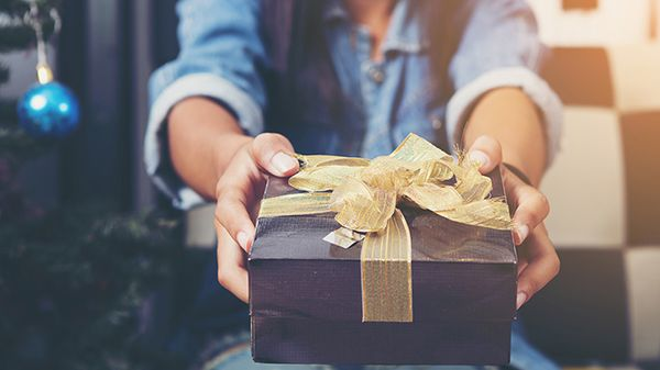 Quale regalo di Natale fare al tuo lui o alla tua lei a seconda di quanto tempo state insieme