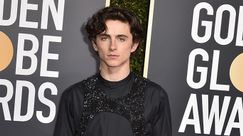 Timothée Chalamet con un incredibile imbragatura di paillettes vince il red carpet dei Golden Globes 2019