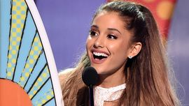 Ariana Grande da record come i Beatles: 3 singoli in vetta alla classifica Billboard