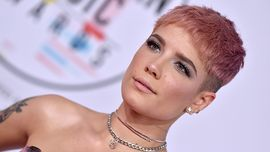 Halsey e un colore di capelli che non ha mai osato prima: la frangia arcobaleno