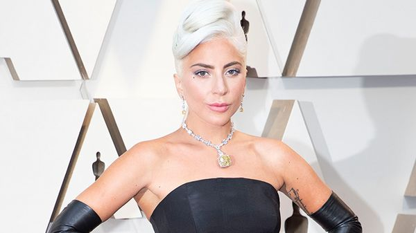 Lady Gaga si è esibita a sorpresa in un bar di Hollywood e ha lasciato tutti senza parole