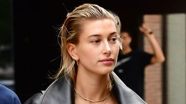 Hailey Bieber e la tuta intera perfetta per l'estate