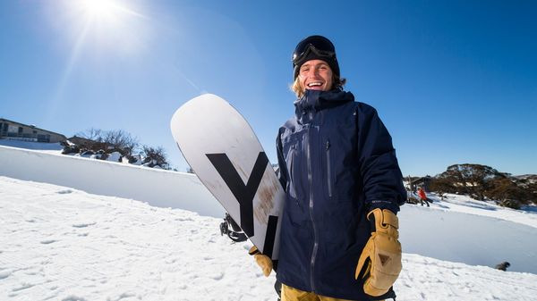 I video di snowboard di Austen Sweetin sono puro divertimento!