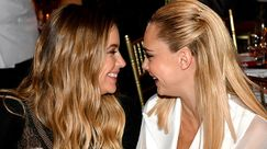 Cara Delevingne e Ashley Benson: l'amore è rock 'n' roll con il chiodo di ecopelle