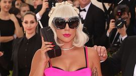 Lady Gaga troppo Gaga: un feroce look da dominatrix in total pelle