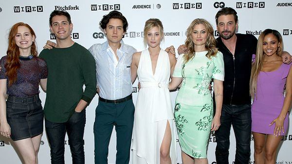 """Il cast di """"Riverdale"""" ha ricordato Luke Perry iniziando le riprese della nuova stagione"""