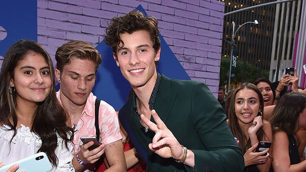 Shawn Mendes ha dato un consiglio prezioso a una fan che vuole fare coming out con i suoi genitori