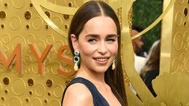Emmy Awards 2019: mai vista Emilia Clarke con i capelli così lunghi