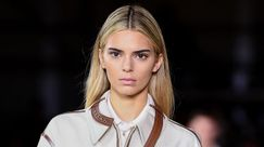 Kendall Jenner cambio radicale di look: bionda per Burberry al London Fashion Week