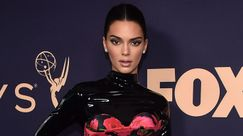 Kendall Jenner torna bruna per gli Emmy Awards 2019 e stupisce in latex