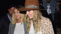 Miley Cyrus e Kaitlynn Carter: look di coppia alla New York Fashion Week
