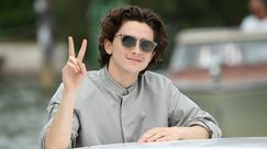 Timothée Chalamet sul red carpet con un inaspettato (e improbabile) mini accessorio