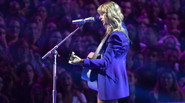 Taylor Swift ha avuto il permesso di esibirsi sulle sue vecchie canzoni