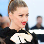 Amber Heard sembra confermare di avere una nuova fidanzata facendosi vedere mano nella mano con lei