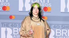 Billie Eilish è scoppiata a piangere sul palco dei Brit Awards mentre ritirava il premio