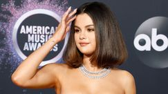 Selena Gomez bella vera con i suoi boccoli naturali in libertà e make-up strepitoso