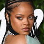 Rihanna fa la storia sulla copertina di British Vogue indossando il durag