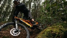 Tra elicotteri e Mountain Bike con il re del freeride Kenny Smith [Video]