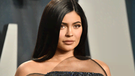 Kylie Jenner è in fissa con una nuova nail shape: le claw nails, le unghie artiglio - Grrr!
